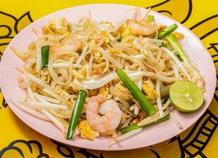 https://www.thailand999.com/wp/wp-content/themes/kaokao/assets/img/menu/menu_items/noodle01.jpg